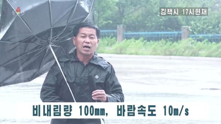 A North Korean journalist reports on Typhoon Haishen which passed along the country's east coast, on location in the typhoon-hit city of Kimchaek, North Hamgyong Province, for the state-run broadcaster Korean Central Television (KCTV), Monday. / Yonhap