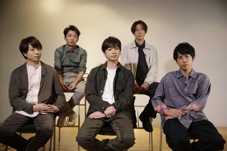 Members of Japanese pop music band ARASHI listen to a question during an interview with The Associated Press in Tokyo on Thursday, Sept. 17, 2020. Back row, from left, clockwise, are Satoshi Ohno, Masaki Aiba, Kazunari Ninomiya, Jun Matsumoto and Sho Sakurai. AP-Yonhap