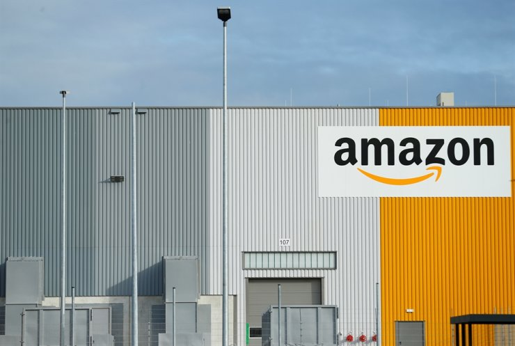 An Amazon logistics center in Dortmund, Germany / Reuters-Yonhap