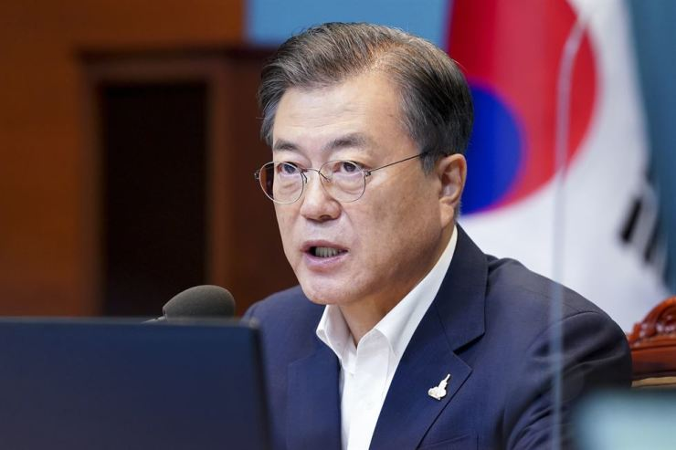 President Moon Jae-in speaks during a meeting with his senior aides at Cheong Wa Dae, Monday. Yonhap