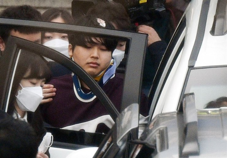 Cho Ju-bin is taken into a car at a police station in Seoul, March 25, before being sent to prosecutors on allegations that he blackmailed dozens of victims into performing humiliating sex acts and sold the content in a mobile group chat on the messaging service Telegram. Yonhap