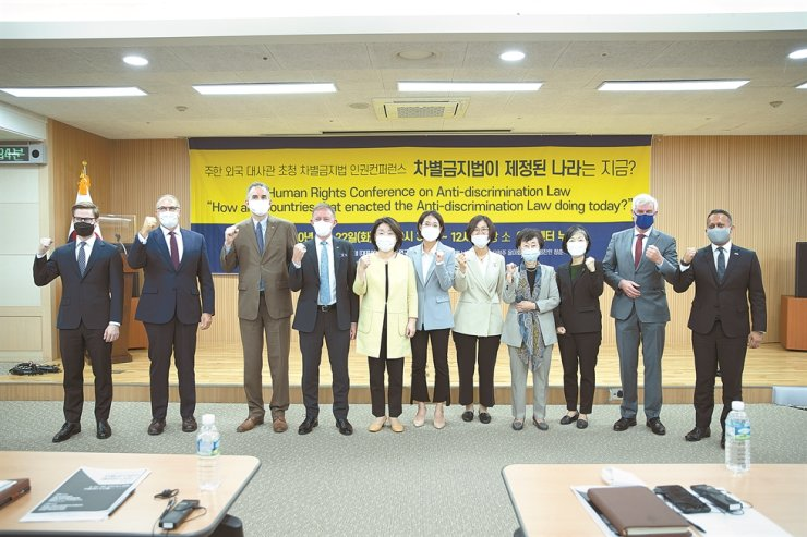 Former minor opposition Justice Party Chairwoman Rep. Sim Sang-jung, fifth from left, Rep. Jang Hye-young, sixth from left, from the same party, and National Human Rights Commission of Korea Chairwoman Choi Young-ae, fourth from right, pose with ambassadors and other embassy officials from Australia, Canada, France, Germany, New Zealand and the United Kingdom during the Human Rights Conference on Anti-Discrimination Law in Seoul, Sept. 22. / Courtesy of Justice Party