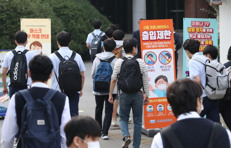 Students enter through the front gate of the Yongsan High School in Seoul, Monday. Yonhap