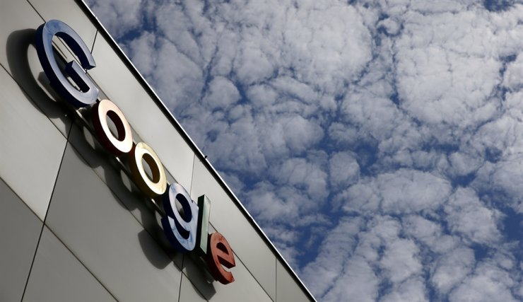 A logo of Google is seen at an office building in Zurich, Switzerland July 1, 2020. REUTERS-Yonhap