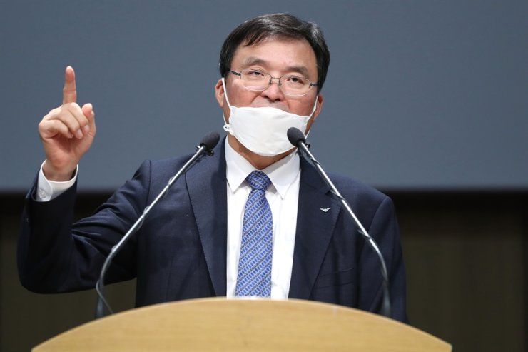 Incheon International Airport Corp. President and CEO Koo Bon-hwan speaks during a news conference held near the airport, Wednesday. / Yonhap
