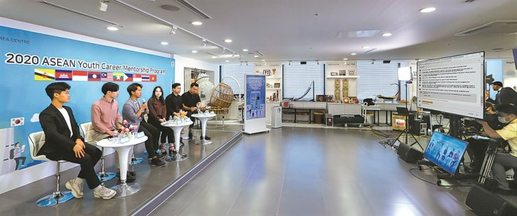 Southeast Asian employees at Korean companies answer questions during the ASEAN Youth Career Mentorship hosted by the ASEAN-Korea Centre and livestreamed on YouTube, Sept. 26. / Courtesy of ASEAN-Korea Centre