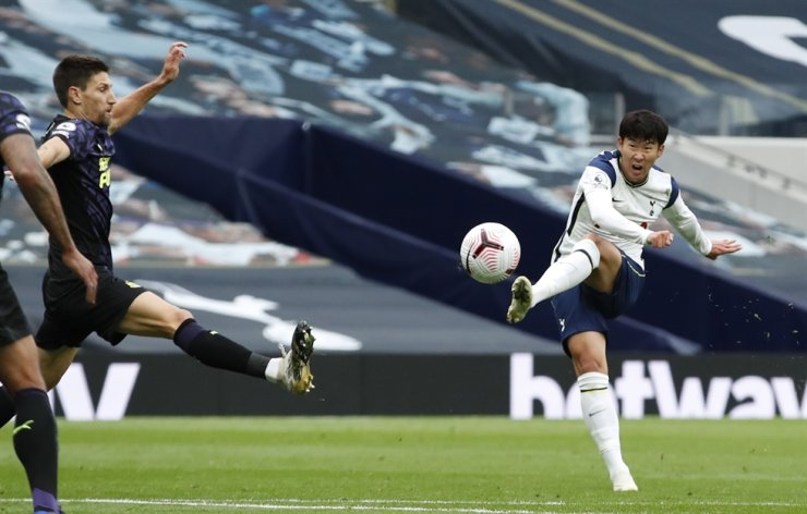 Son Heung-min, right, of Tottenham is seen in action during the English Premier League football match between Tottenham Hotspur and Newcastle United in London, Sunday. / EPA-Yonhap