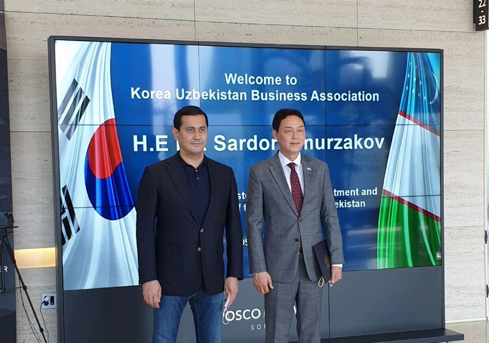Korean-Uzbek Business Association Chairman Kim Young-gu poses after receiving the prestigious 'Dostlik Order' from the Uzbek government in recognition of his dedication to the development of bilateral relations, during a ceremony at the former Uzbek Embassy in Seoul in 2011. / Courtesy of Embassy of Uzbekistan
