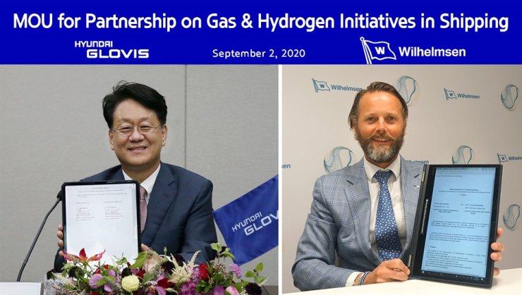 Hyundai Glovis CEO Kim Jung-hoon, left, and Wilh. Wilhelmsen CEO Thomas Wilhelmsen pose during an MOU signing ceremony held online, Wednesday. Courtesy of Hyundai Glovis