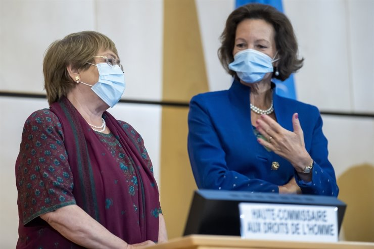 High Commissioner for Human Rights Michelle Bachelet, left, speaks with the president of the Human Rights Council, Austrian Ambassador Elisabeth Tichy-Fisslberger during the opening of 45th session of the Human Rights Council, at the European headquarters of the United Nations in Geneva, Switzerland, Monday. EPA-Yonhap