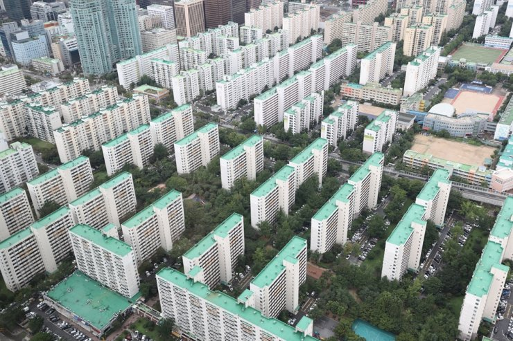 Apartment complexes in Seoul / Yonhap