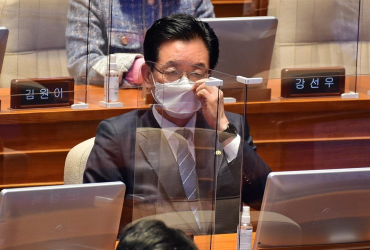 Democratic Party's Rep. Jeong Jeong-soon remains silent after the National Assembly on Thursday passed a motion that allows prosecutors to arrest him on charge of campaign accounting fraud ahead of the parliamentary election in April. Yonhap