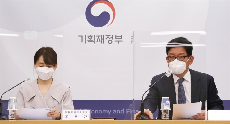 Ko Kwang-hyo, right, the director general in charge of the income tax and corporate tax bureau under the Ministry of Economy and Finance speaks during a briefing at the Sejong Government Complex, Monday. Courtesy of Ministry of Economy and Finance