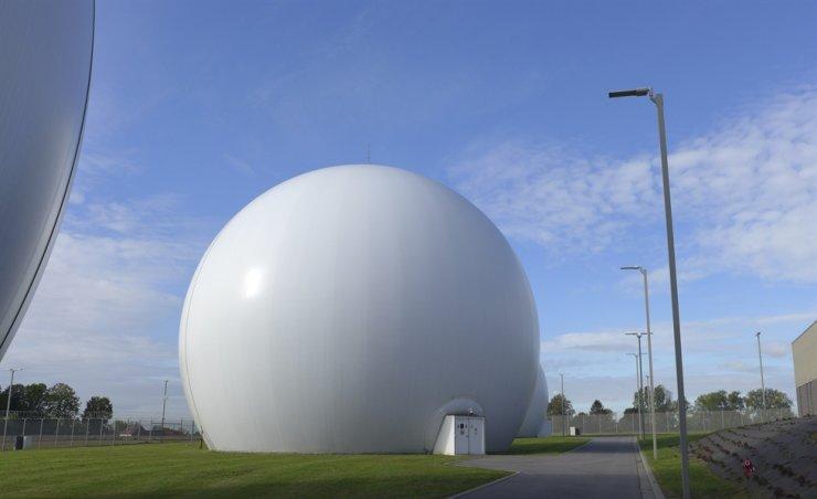 Satellite dishes inside Kevlar domes at the Kester Satellite Ground Station in Kester, Belgium, Oct. 15. / AP-Yonhap