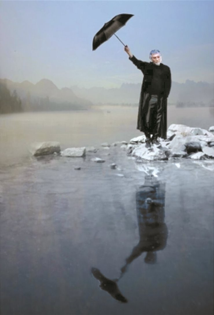 On the cover of Na Hoon-a's new album, 'A Tale of Nine Stories,' the singer in black clothes holds a black umbrella on rocks near an unspecified lagoon. Some conservative YouTubers claim that dressing in black reminds them of the 'Black Protests' during which activists claim the April 15 National Assembly elections were fraudulent. Culture critics deny the allegation and say Na is not affiliated with any political party.