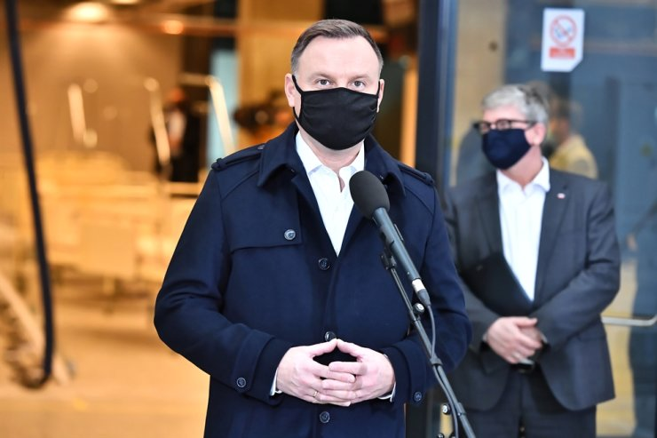 Polish President Andrzej Duda during his visit to the PGE Narodowy Stadium in Warsaw, Oct. 23. A temporary treatment facility is being erected in the stadium to deal with hospital overflows from the COVID-19 pandemic. There will be about 500 places for those infected with the coronavirus. EPA-Yonhap