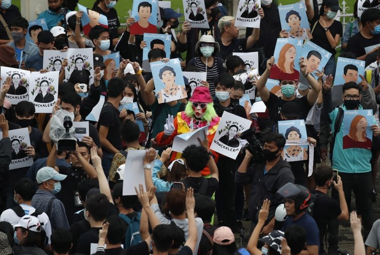 Protesters hold up posters of pro-democracy activist Wanchalerm Satsaksit and other protest leaders during an anti-government protest in Bangkok, Thailand, Sunday. People have gathered for a fifth straight day of Pro-democracy protests in Bangkok, defying a government emergency decree banning the gather of four or more people. Protesters are calling for the resignation of Thai Prime Minister Prayut Chan-o-cha, a new constitution and monarchy reform. EPA-Yonhap