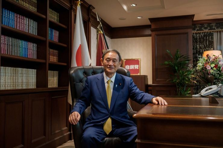 Japanese Prime Minister Yoshihide Suga is raising concerns about bilateral relations with hardline remarks with regard to outstanding issues with Korea since taking office. Reuters-Yonhap