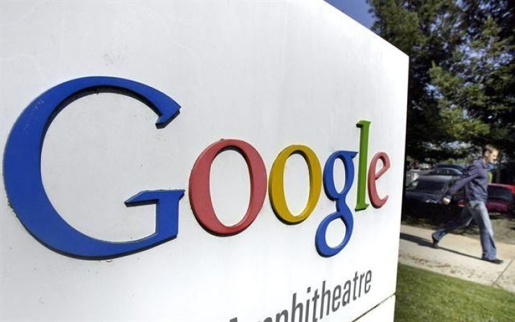 The National Tax Service said Saturday it will consider imposing taxes on Google's planned enforcement of a 30 percent commission on in-app purchases of digital content from its Play Store next year. Korea Times file