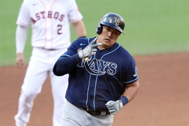 Choi Ji-man of the Tampa Bay Rays celebrates a solo home run during the eighth inning against the Houston Astros in Game Five of the American League Championship Series at PETCO Park in San Diego, Calif., Oct. 15. / AFP-Yonhap