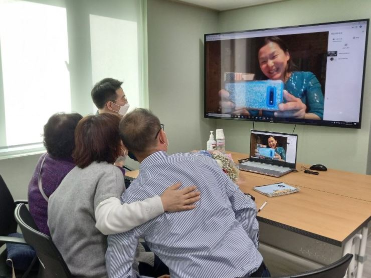 Yoon Sang-ae, on the screen, talks to her biological family during an online reunion, Friday, in Seoul, 44 years after she was adopted by an American family, Friday. Korea Times Photo by Choi Da-won