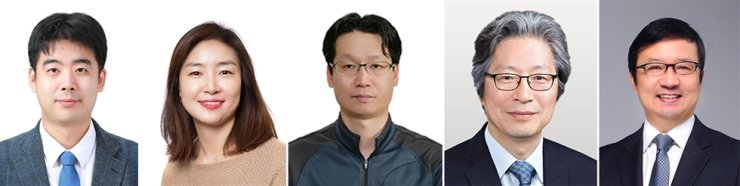 From left, KAIST professor Ju Young-seok, Dr. Lee Joo-hyeon of the University of Cambridge, National Institute of Health's head of viral disease research Choi Byeong-sun, Institute of Basic Science Director Ko Gou Young and Seoul National University Hospital professor Kim Young-tae / Courtesy of KAIST