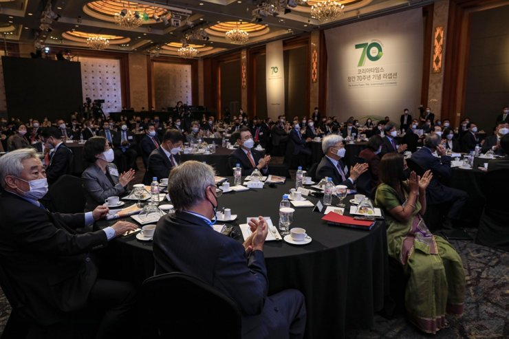 Leaders from political, business and diplomatic circles attend The Korea Times' 70th anniversary ceremony at the Lotte Hotel Seoul, Thursday. Korea Times photo by Shim Hyun-chul