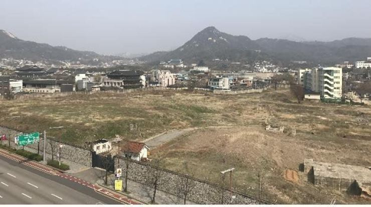 Seen is the Korean Air-owned 36,642-square-meter site in Songhyeon-dong in Seoul's Jongno-gu. / Courtesy of Seoul Metropolitan Government