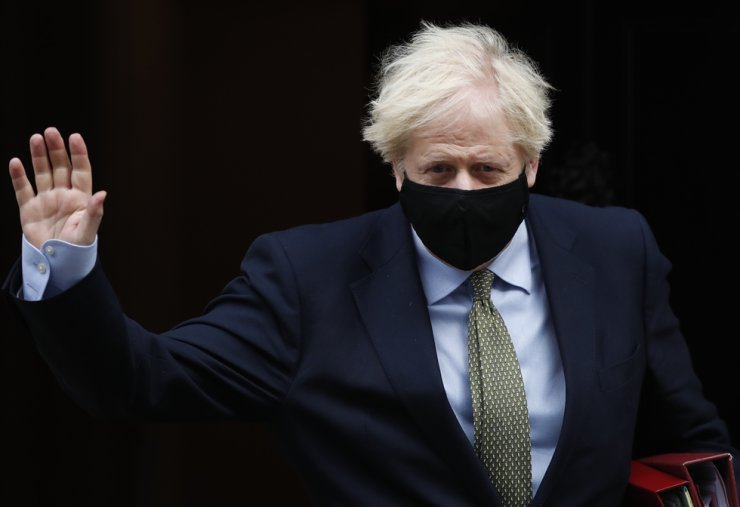 Britain's Prime Minister Boris Johnson waves as he leaves 10 Downing Street for the House of Commons for his weekly Prime Minister's Questions in London, Wednesday, Oct. 14, 2020. (AP-Yonhap)