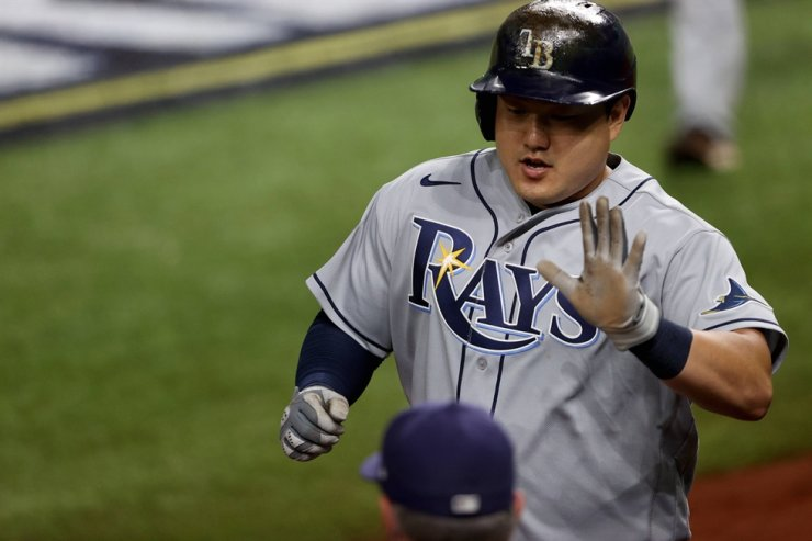 Choi Ji-man of the Tampa Bay Rays is congratulated by his teammates after scoring a run against the Los Angeles Dodgers during the sixth inning in Game Two of the 2020 MLB World Series at Globe Life Field on October 21, 2020 in Arlington, Texas. AFP-Yonhap