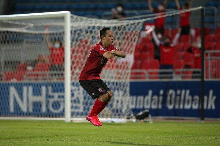 Sangju Sangmu's midfielder Moon Seon-min celebrates after scoring a goal during the K League 1 match against Busan IPark at Sangju Civic Stadium, Aug. 9. / Courtesy of K League