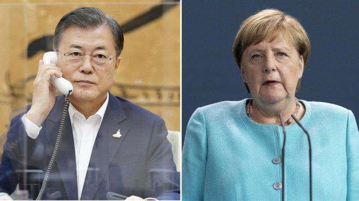 President Moon Jae-in, left, German Chancellor Angela Merkel / EPA-Yonhap
