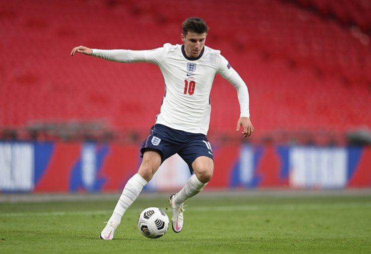England's Mason Mount controls the ball during the UEFA Nations League soccer match between England and Belgium at Wembley stadium in London, Sunday. / AP-Yonhap