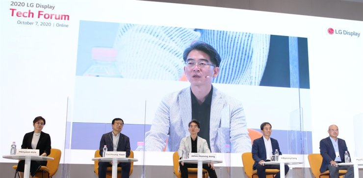 LG Display CEO Jeong Ho-young, center, speaks during the company's annual tech forum held online, Oct. 7. Courtesy of LG Display