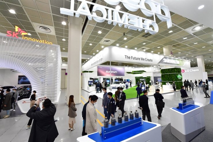 Visitors walk past booths at the InterBattery 2020 exhibition at COEX in southern Seoul, Wednesday. Courtesy of InterBattery 2020