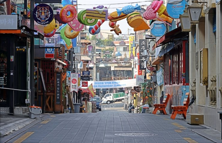 An empty Itaewon street in Seoul, Oct. 26. Yonhap