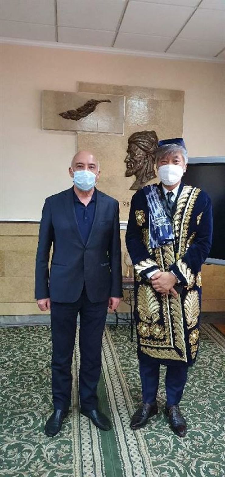Choi Jae-wook, right, professor of preventive medicine at Korea University's College of Medicine, is dressed in traditional Uzbek clothing. He received the Salomatlik Order of the First Degree ― the highest Uzbek order of merit for a health professional ― in September for his role advising the Uzbek government on countermeasures against COVID-19. / Courtesy of Choi Jae-wook