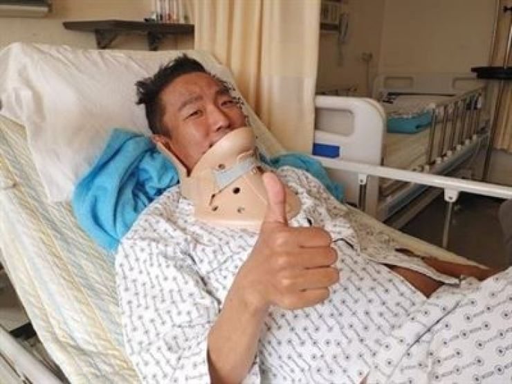 Comedian and singer Kim Chul-min during his treatment for lung cancer at a hospital in this Aug. 25 photo. Korea Times file