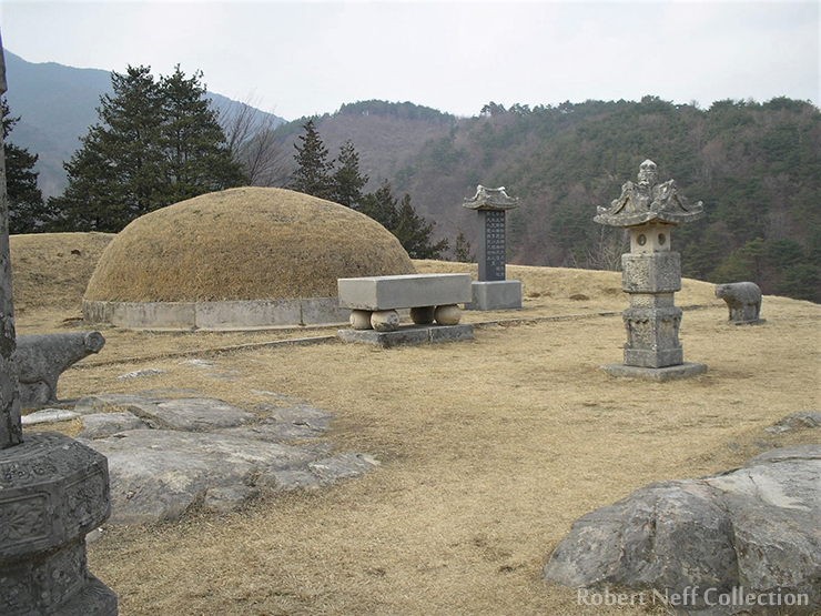 The tomb of Namyeongun, the father of the Korean regent Heungseon Daewongun, in Yesan-gun, South Chungcheong Province, in July 2010. Robert Neff Collection