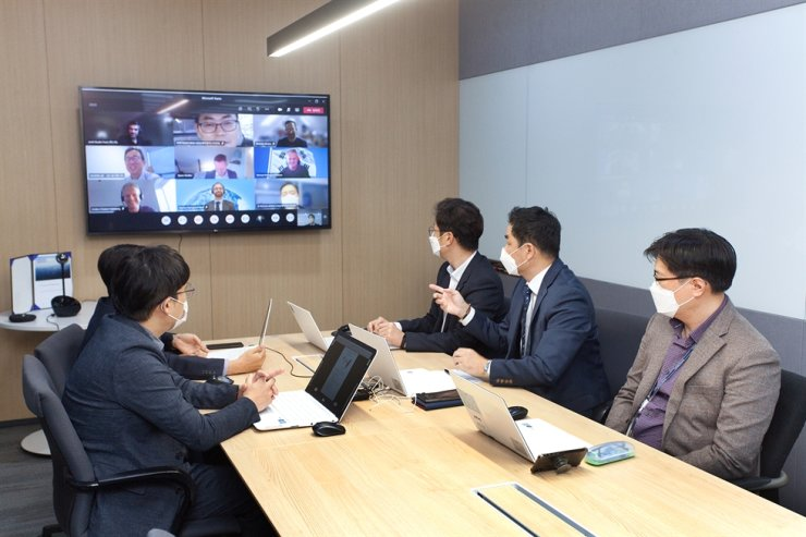 LS Cable & System officials have a virtual meeting with officials from Danish energy company Orsted at its headquarters in Anyang, Gyeonggi Province, Tuesday. LS said it signed an agreement with Orsted to supply high voltage cables. / Courtesy of LS Cable & System