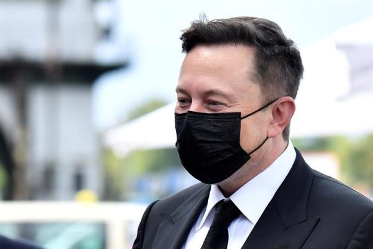 Elon Musk wears a protective mask as he arrives to attend a meeting with the leadership of the conservative CDU/CSU parliamentary group in Berlin, Sept. 2, 2020. Reuters