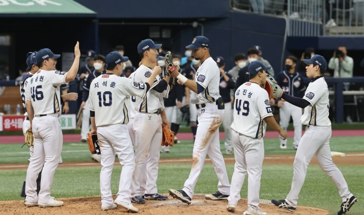 The NC Dinos' players celebrate after beating the Doosan Bears 5-0 at Gocheok Sky Dome in Seoul, Monday. Yonhap