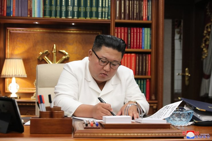 North Korean leader Kim Jong-un has been more forthcoming about overseas trips than Kim Jong-il, his predecessor and father. The international community is watching whether the North Korean leader will visit a foreign country for the Olympics next year. Yonhap