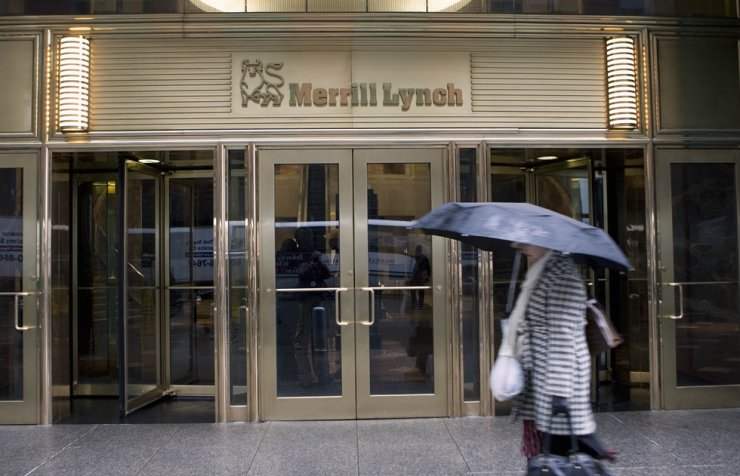A woman walks past Merrill Lynch headquarters in New York in this 2009 file photo. / Yonhap