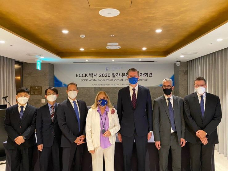 European Union Ambassador to Korea Maria Castillo Fernandez, center, poses with members of the European Chamber of Commerce in Korea (ECCK) during a press conference at the ECCK headquarters in Seoul, Tuesday. / Courtesy of ECCK