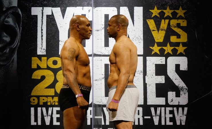 Nov 27, 2020; Los Angeles, CA, USA; Mike Tyson and Roy Jones, Jr. face off during weigh ins for a heavyweight exhibition boxing bout for the WBC Frontline Belt in Los Angeles. USA TODAY Sports-Yonhap