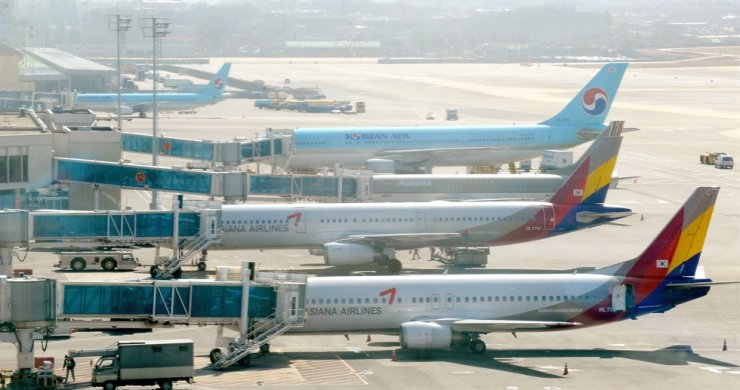 A file photo taken on March 6, 2009, shows Korean Air and Asiana planes on the tarmac at Gimpo airport in Seoul. AFP