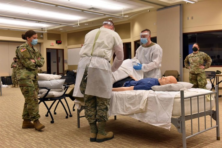 In this image released by the Minnesota National Guard, soldiers and airmen from the Minnesota National Guard conduct training to assist long-term care facilities with staffing shortages due to Covid-19, on November 13, 2020, at Camp Ripley in Little Falls, Minnesota. AFP/Minnesota National Guard-Yonhap