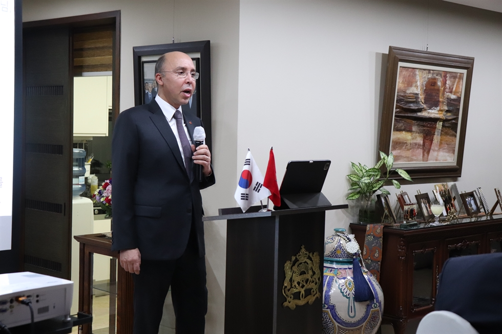 Jerome Kim, director general of the International Vaccine Institute, gives a lecture on COVID-19 (SARS-CoV-2) and influenza at the Moroccan ambassador to Korea's residence in Yongsan-gu, Seoul, Tuesday. Courtesy of Corea Image Communication Institute