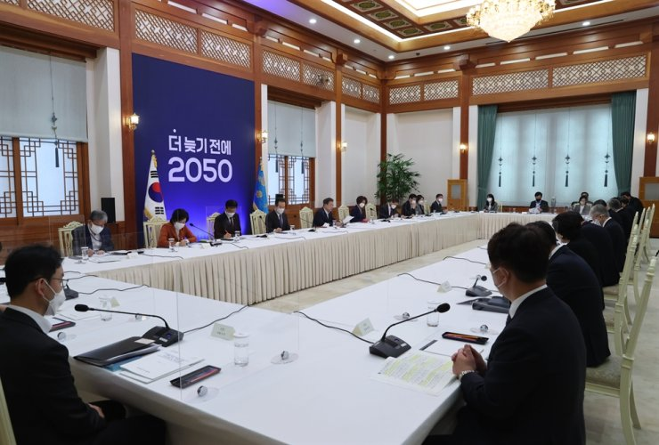A special strategic meeting at Cheong Wa Dae on Friday, presided by South Korean President Moon Jae-in, announced a presidential order to launch a pan-governmental '2050 Carbon Neutrality Committee' to meet the national goal of lowering the country's carbon emission to zero by 2050. At the backdrop is a banner that reads '2050 Before Too Late.' Yonhap